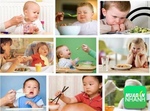 Trẻ bị nôn và đau bụng, đi ngoài sau khi ăn là bệnh gì?