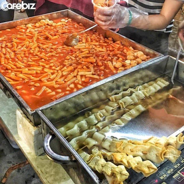 Quầy hàng ăn uống ở chợ đêm