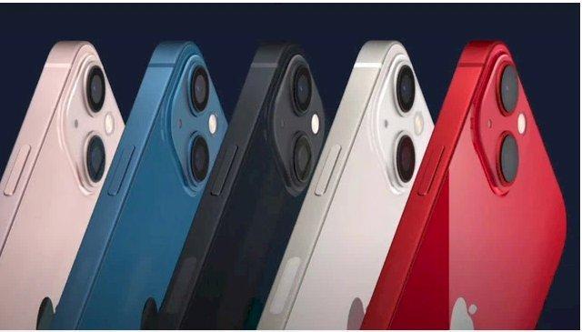 iPhone 13 và 13 mini có cụm camera được xếp chéo thay vì dọc như trước.